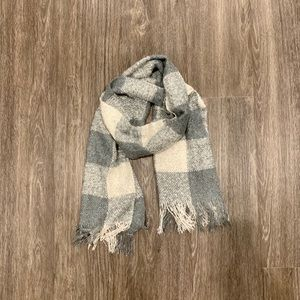 Accessories - Grey White Large Checkered Long Fringe Scarf